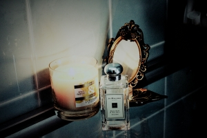 My Manic Monday scents. L'Occitaine Fleur d'Or Candle, and Jo Malone Wood Sage & Sea Salt Cologne